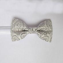 Doplnky - motýlik pánsky luxusný brokátový strieborno-šedý - 7948039_