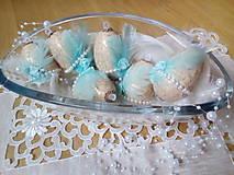 Dekorácie - Vajíčka s tyrkysovým pierkom a ružičkou - 7947813_