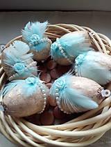 Dekorácie - Vajíčka s tyrkysovým pierkom a ružičkou - 7947814_