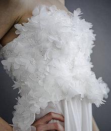 Šaty - Svadobné z lupienkov kvetov - 7947494_