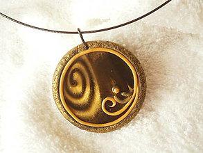 Náhrdelníky - Náhrdelník z polyméru, zlatá bodka - 7951171_