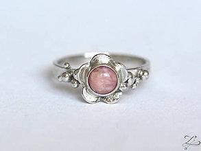 Prstene - Strieborný prsteň s peruánskym opálom - Rosa na kvietku - 7956122_