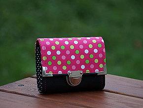 Peňaženky - Peněženka koženka s puntíky, 8 karet, na fotky - 7956007_