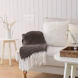 Úžitkový textil - Pletená deka so strapcami ... šedo-hnedá - 7960279_