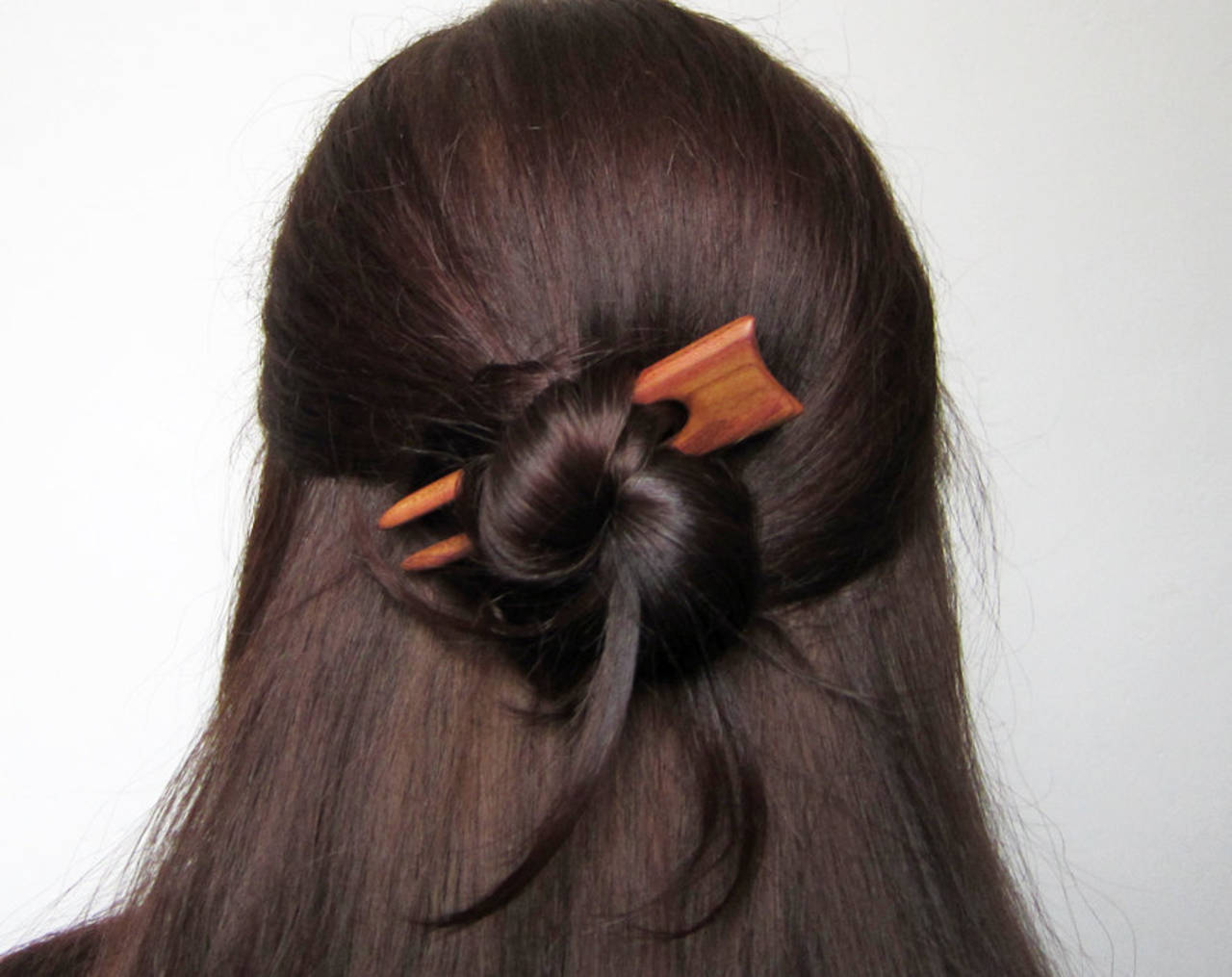 Drevená minispona do vlasov