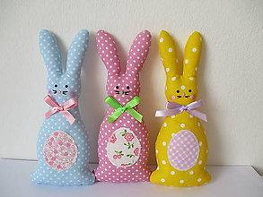 Dekorácie - Veľkonočný zajac s vajíčkom - 7962612_