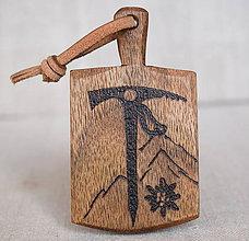 """Kľúčenky - Kľúčenka z orechového dreva- """"horolezecký motív"""" - 7959086_"""