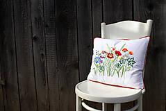 Úžitkový textil - Obliečka na vankúš s ručne vyšívaným vzorom - 7959989_