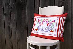 Úžitkový textil - Obliečka na vankúš s ručne vyšívaným vzorom - 7959998_