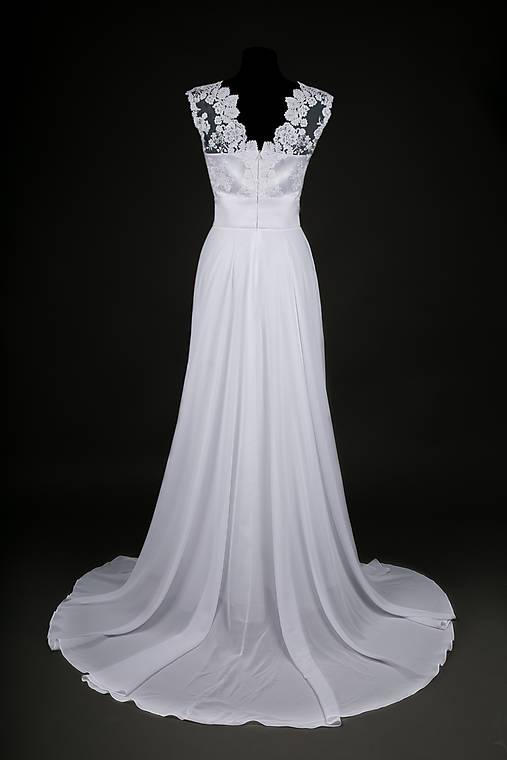 Svadobné šaty z tylovej krajky so širokým pásom a kruhovou sukňou ... 6999f8e4abb