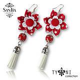 Náušnice: Kvety so strapcom (Bodkované červené)