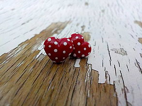 Náušnice - mini červené srdiečka s bodkami - 7962212_