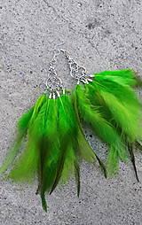- Naušnice - zelené - perie - 7968315_