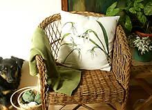 Úžitkový textil - Obojstranný maľovaný poťah na vankúš čiernobielo/farebný (Snežienky) - 7968936_