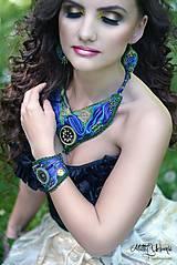 Náhrdelníky - Vyšívaný náhrdelník z hodvábu modrý - 7968848_