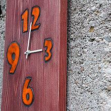 Hodiny - drevené hodiny s orange keramickými číslami - 7973180_