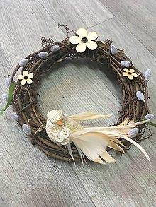 Dekorácie - prírodný veľkonočný venček vtáčik - 7973315_