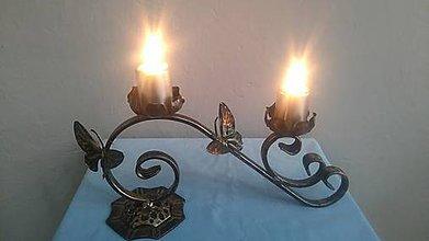 Svietidlá a sviečky - kovový svietnik motýľ (patina) - 7978739_