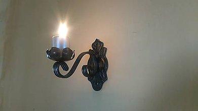 Svietidlá a sviečky - kovový svietnik na stenu (patina) - 7978754_