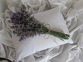 Úžitkový textil - Polyesterový vankúšik s levanduľou 30x40cm - 7977728_