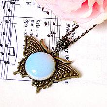 Náhrdelníky - Vintage Opalite Butterfly Necklace / Vintage náhrdelník s opalitom /0596 - 7979715_