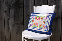 Úžitkový textil - Obliečka na vankúš s ručne vyšívaným vzorom - 7980218_