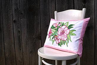 Úžitkový textil - Obliečka na vankúš s ručne vyšívaným vzorom - 7980149_