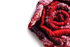 Odznaky/Brošne - Plstená červená brošňa - 7988547_