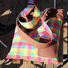 Veľké tašky - Obojstranná taška - Hnedá vs. farebné štvorce - 7986102_