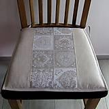 - Ornamenty v srdiečkach so smotanovou - podsedák na stoličku - 7987135_
