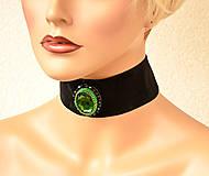 Náhrdelníky - Choker náhrdelník zo zeleným kabošonom - 7987399_