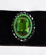 Náhrdelníky - Choker náhrdelník zo zeleným kabošonom - 7987400_