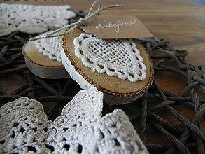 Darčeky pre svadobčanov - Čipkované svadobné srdiečka - dotyk prírody:-) - 7991778_