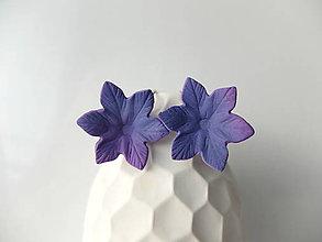 Náušnice - Kvety fialovo cyklaménové - francúzske zapínanie - 7994204_