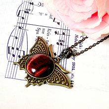 Náhrdelníky - Vintage Red Tiger Eye Butterfly Necklace / Vintage náhrdelník s červeným tigrím okom - 7996253_