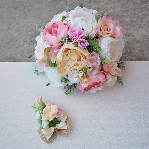 Svadobná kytica z pivoniek a ružičiek