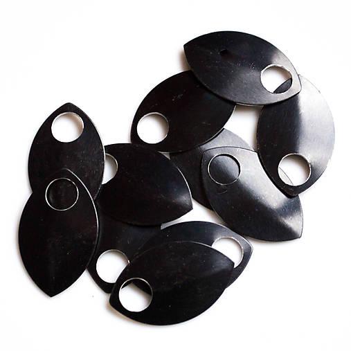 Šupiny velké černé 10 ks