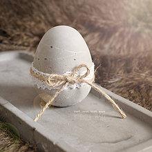 Dekorácie - Betónové vajíčko sivé s čipkou - 7998399_
