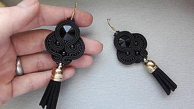 Náušnice - štebotavé strapce - ručne šité šujtášové náušnice (Čierne) - 8004658_