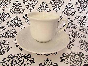 Svietidlá a sviečky - Šálkosviečka v bielom porceláne (Čučoriedka + ostrižina) - 8006365_
