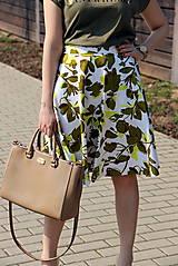 Kruhová sukňa - zelené kvety