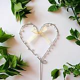 Dekorácie - svadobné srdiečko zápich s perličkami - 8012241_