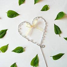 Dekorácie - svadobné srdiečko zápich s perličkami - 8012247_