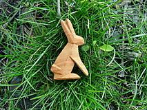 Odznaky/Brošne - Drevená brošňa zajac poľný - 8014009_