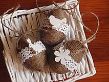 Dekorácie - Veľkonočné jutové vajíčka s bielymi ozdobami - sada 3ks - 8011362_