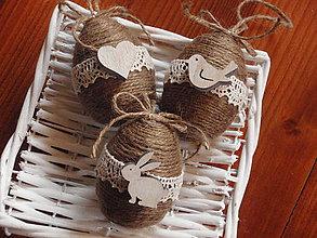Dekorácie - Veľkonočné jutové vajíčka s drevenými ozdobami - sada 3ks - 8011325_