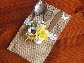 Úžitkový textil - Jarný jutový príborník s kvietkami a motýľom - 8011351_