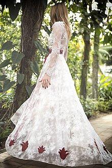 Šaty - Šaty s dlhými rukávmi a červenou krajkou - 8015737_