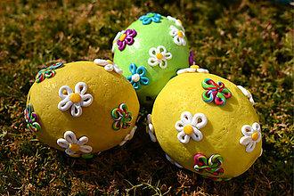 Dekorácie - Žlté kraslice s kvetmi - 8021390_