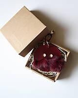 Kľúčenky - Kožený prívesok-VINCO-MEDIUM -vínová - 8020160_